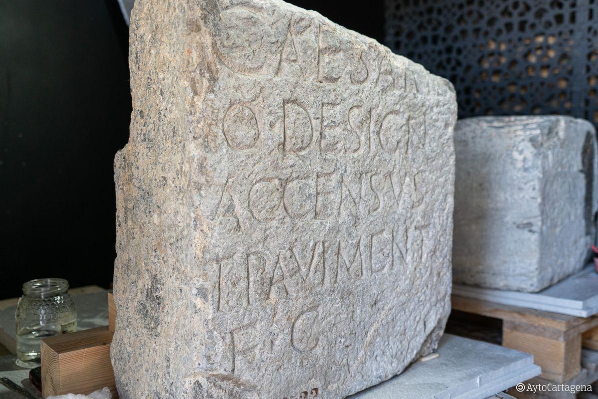 Pedestales epigráficos del Foro de la Colonia Romana llegados desde el Madrid