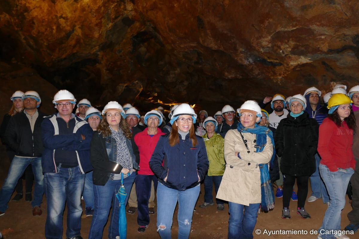 Visita de la alcaldesa a Cueva Victoria