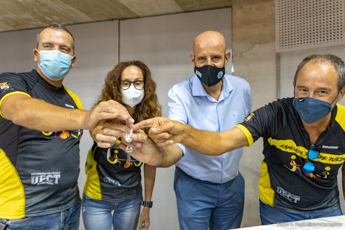 El Ayuntamiento cede una sala del Palacio de Deportes a Zancadas sobre Ruedas