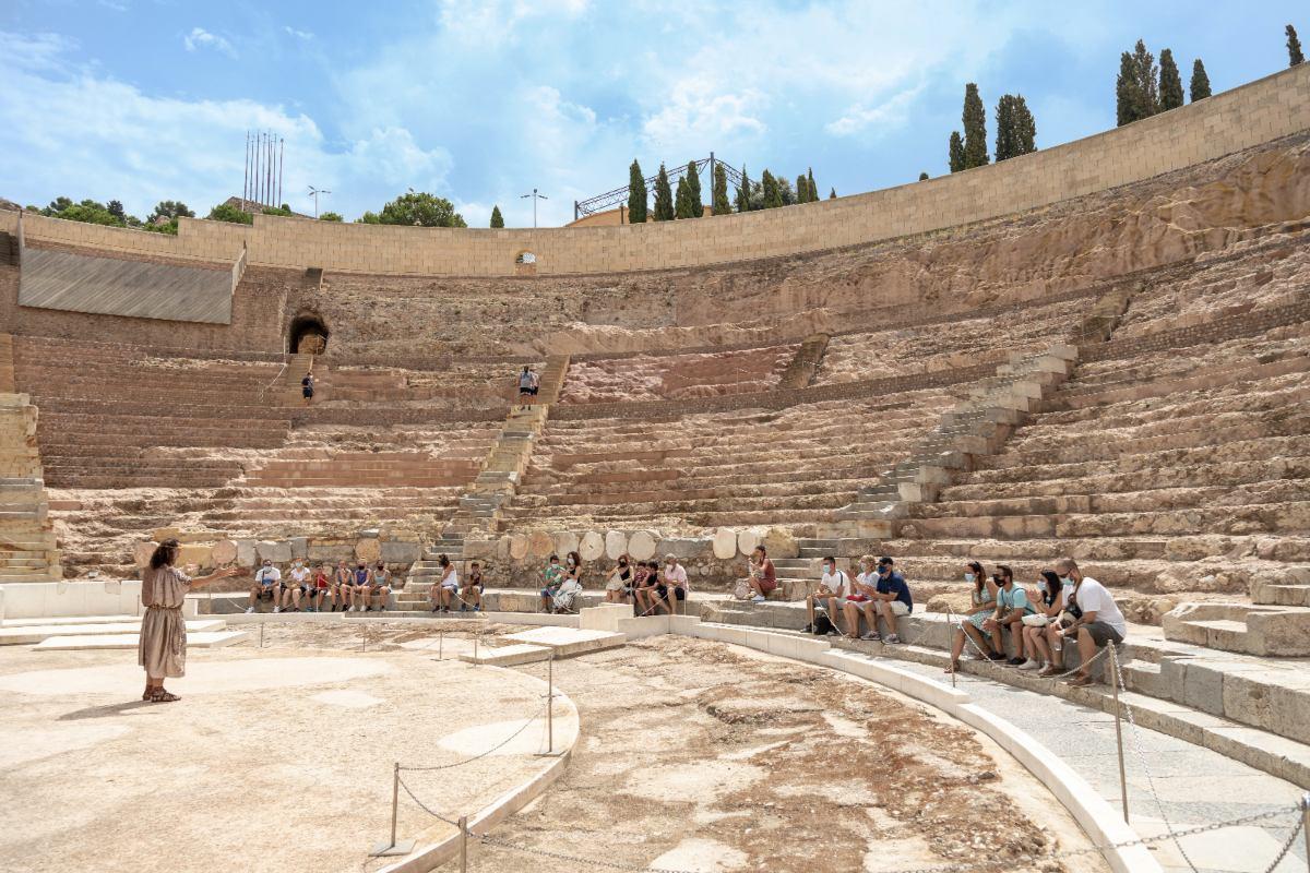 Visita al Teatro Romano con mascarilla