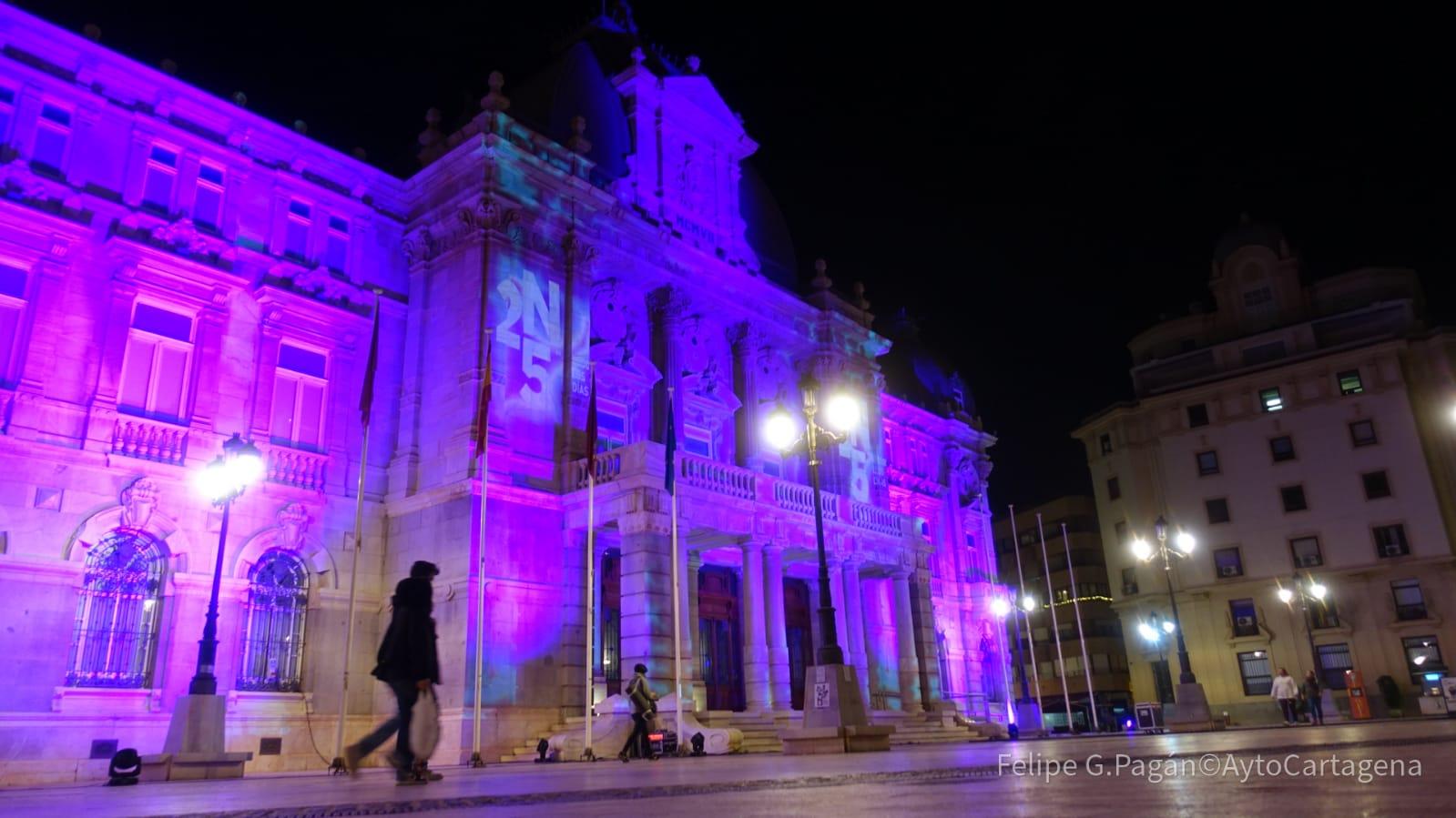 Ayuntamiento Iluminación Morado 25N