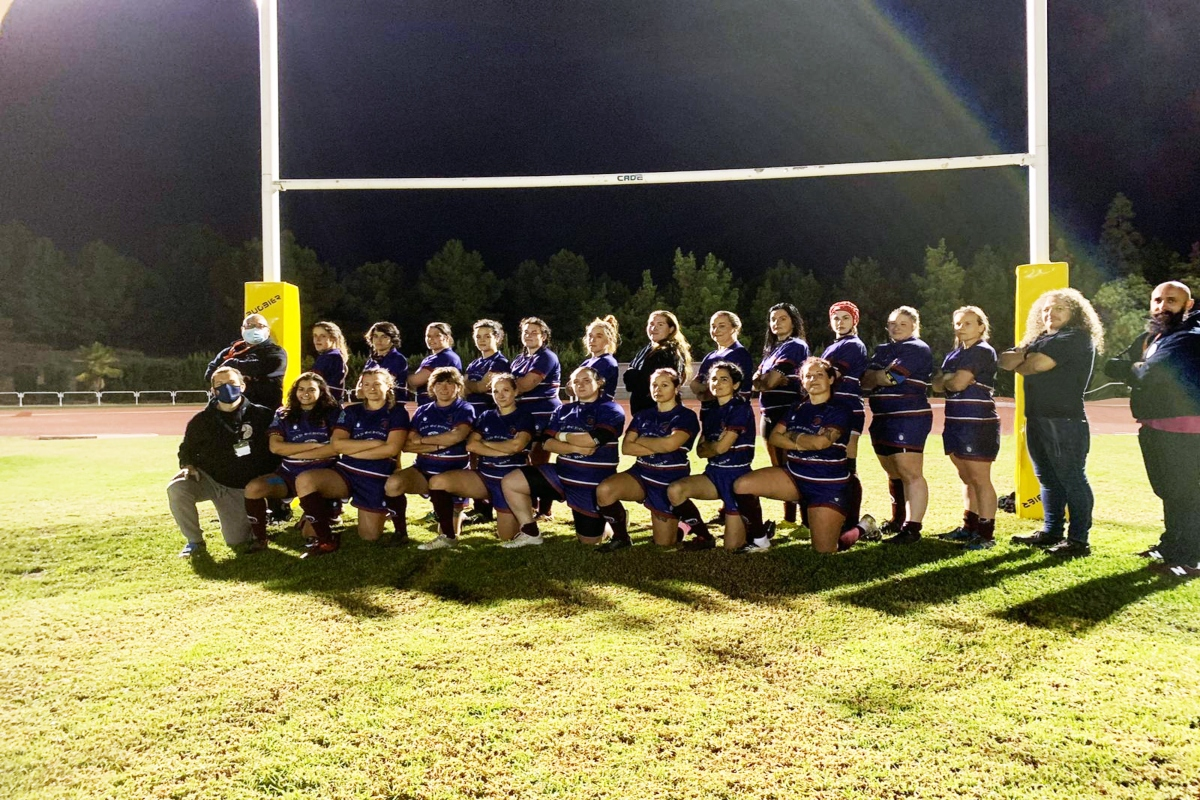 Equipo femenino del Club de Rugby Universitario Cartagena