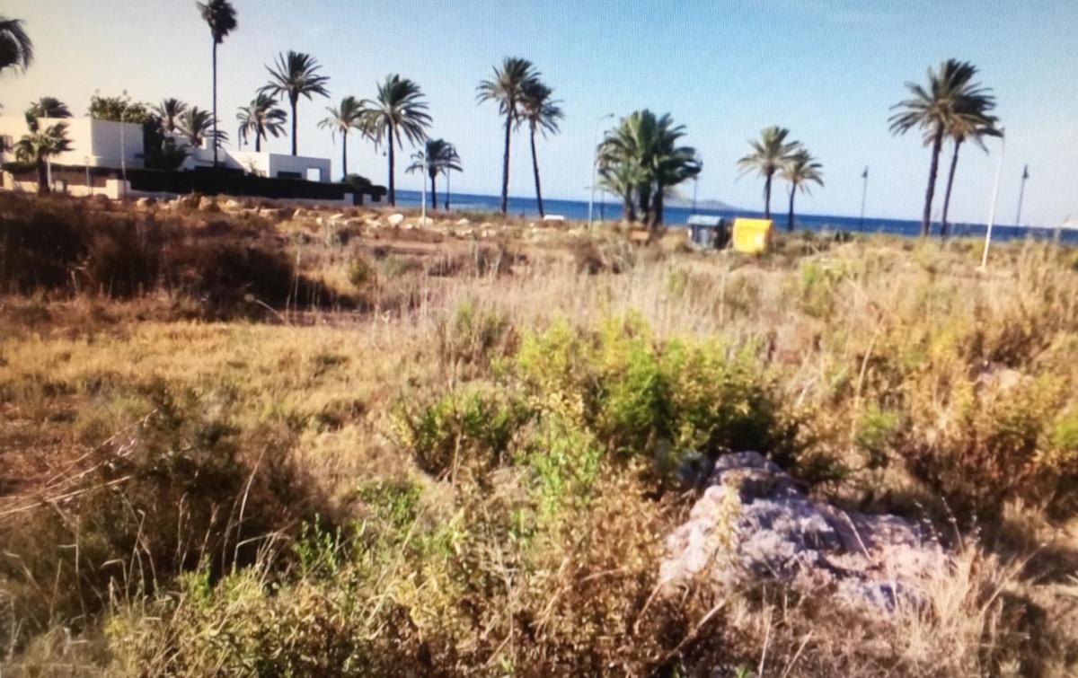 Solar de Mar de Cristal en el que se ha procedido a ejecutar una limpieza subsidiaria