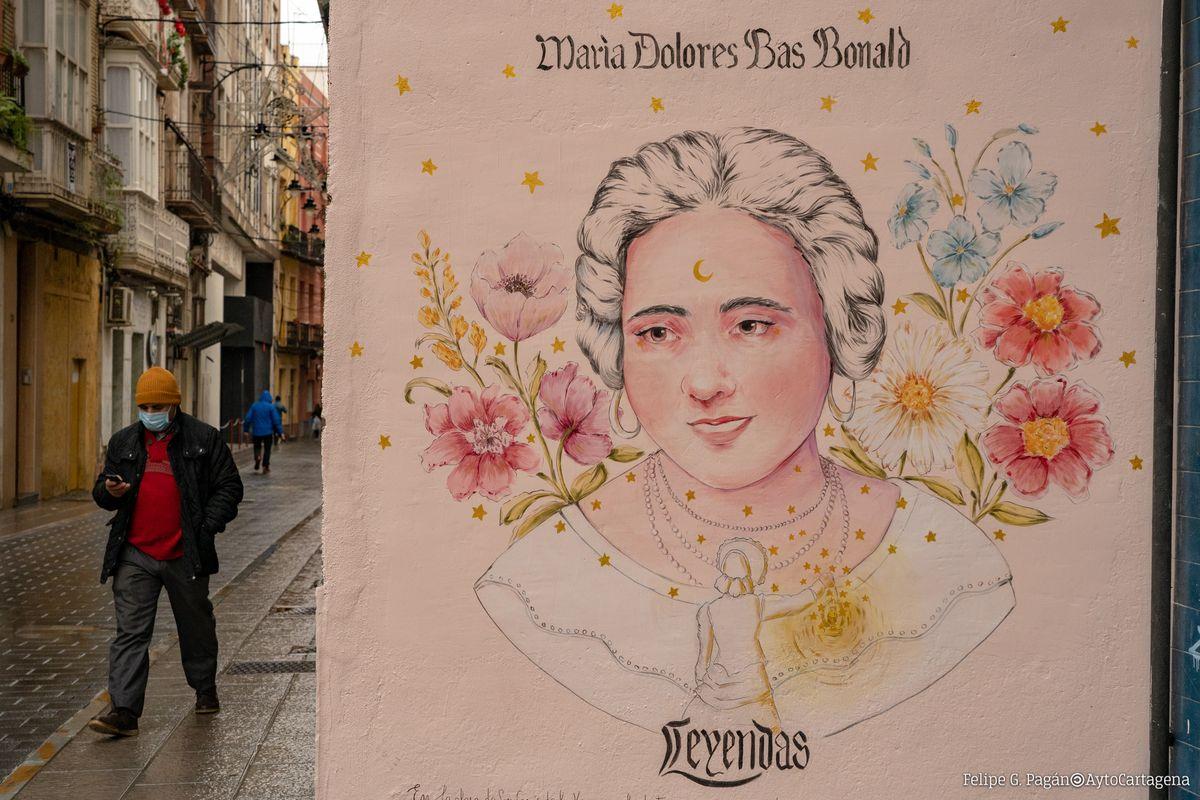 Mural y plaza de María Dolores Bas.
