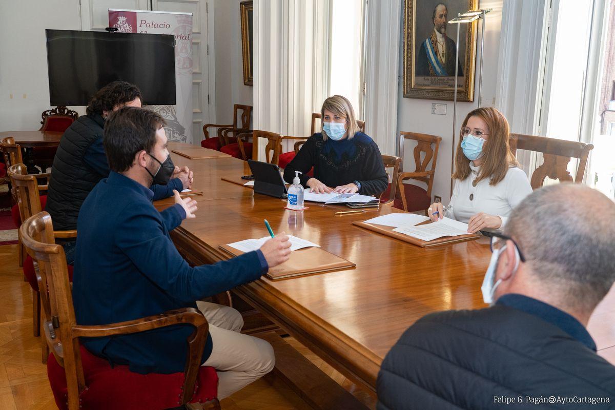Reunión de Castejón y Arroyo con los hosteleros.
