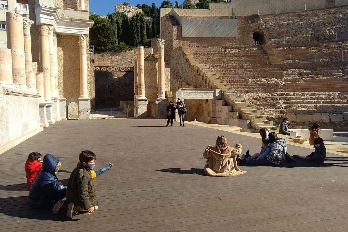 Actividad familiar en el Teatro Romano.