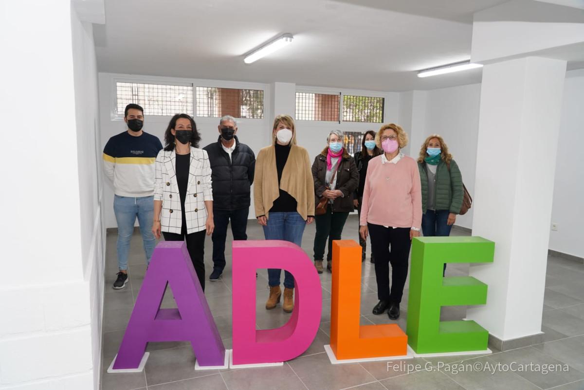 Visita a los bajos de las viviendas sociales de Urbanización Mediterráneo