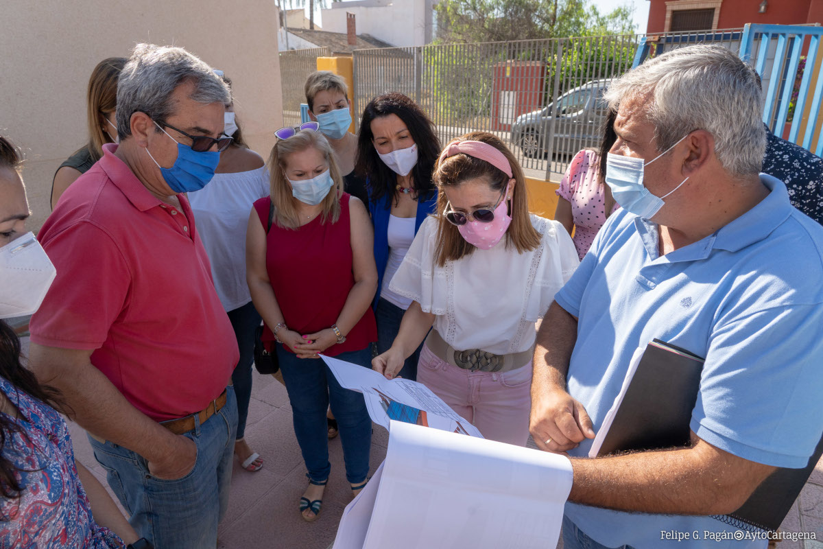 Retirada de amianto en colegios del municipio. Imagen de archivo