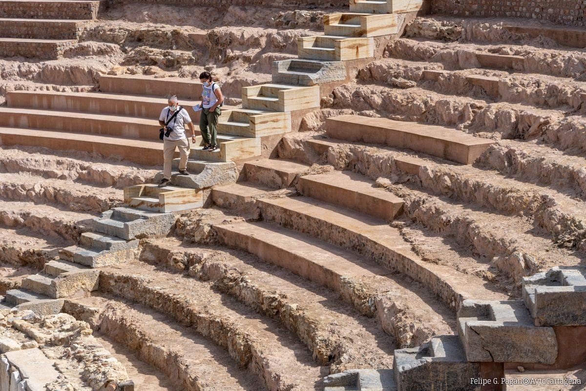 Turistas en el Teatro Romano