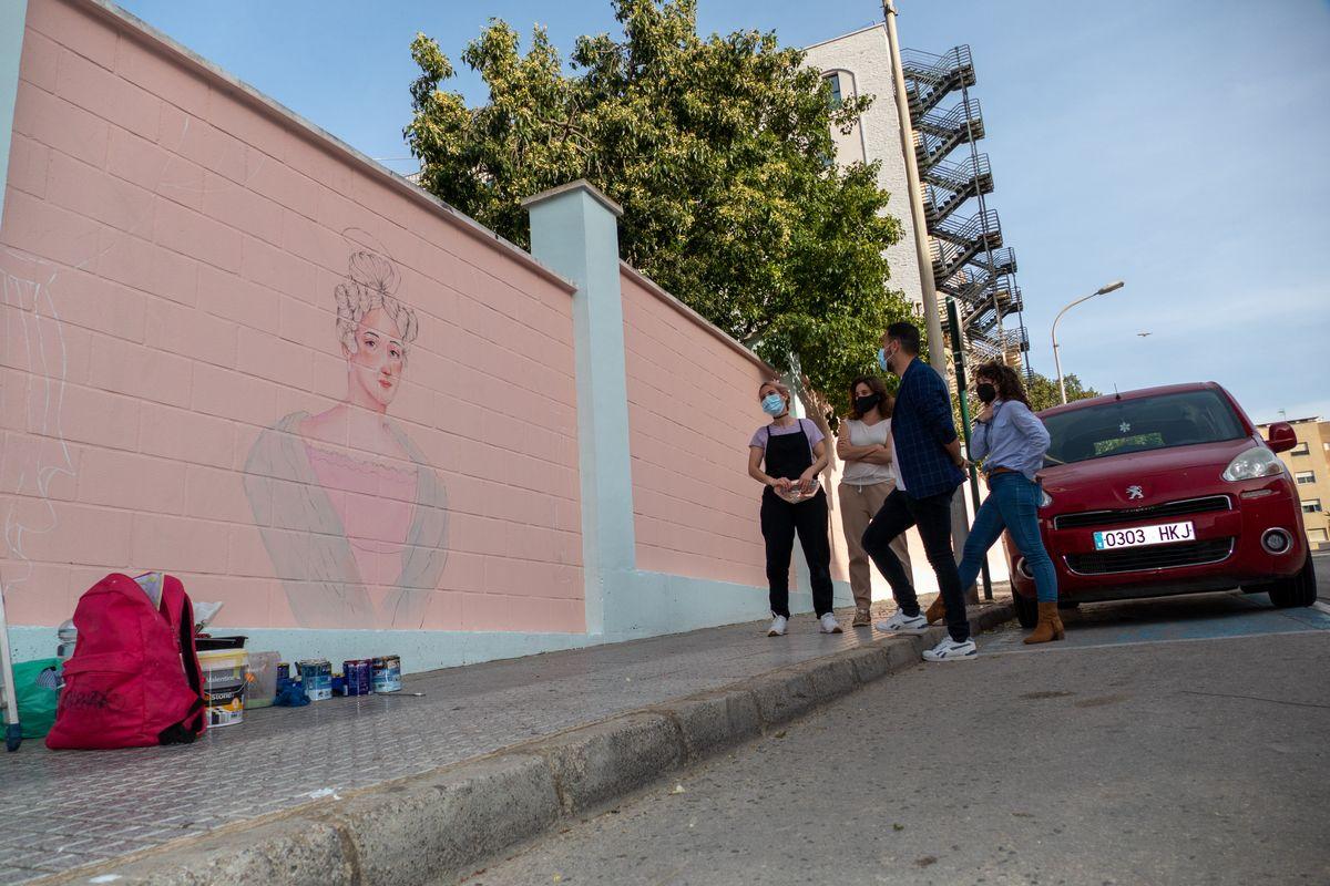 Mural de mujeres ilustres en la calle Sor Francisco Armendáriz