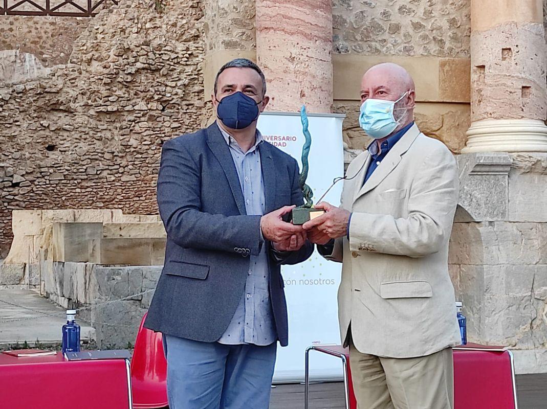 Premio Antonio Oliver.