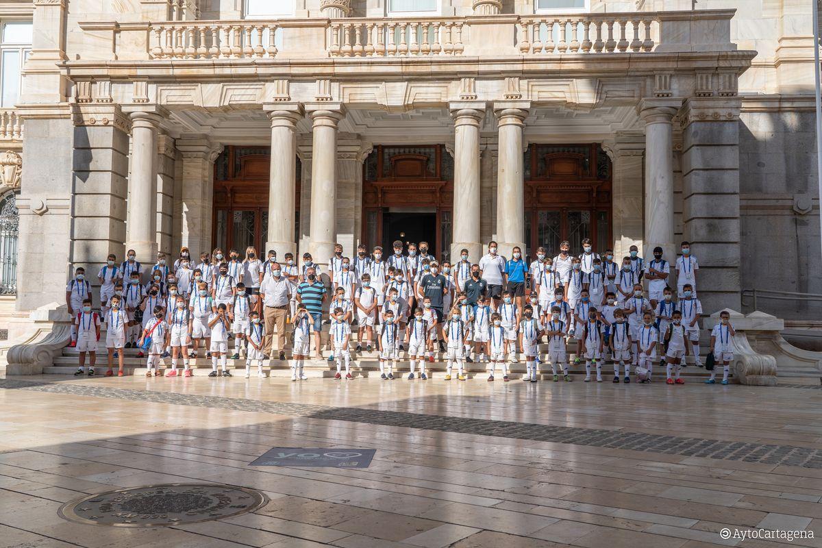 Niños y niñas del Campus Experience de la Fundación Real Madrid visitan Cartagena