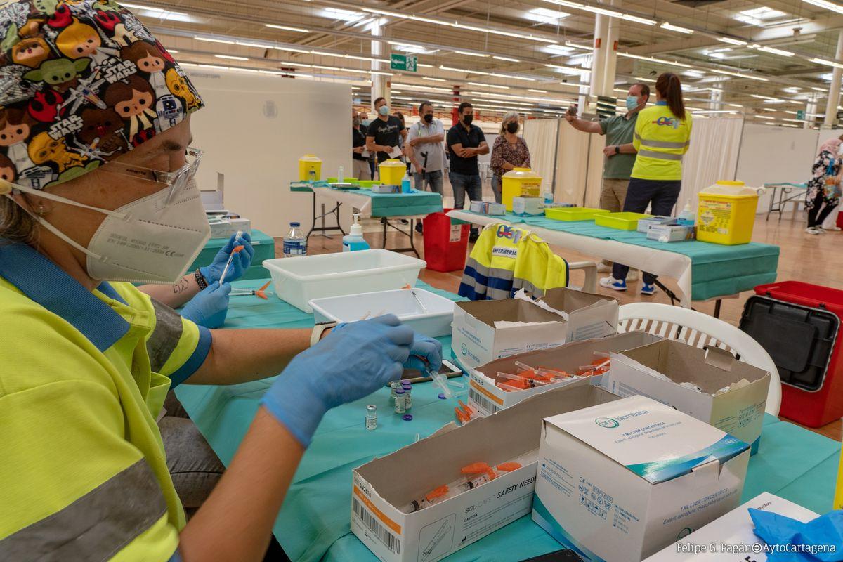 Vacunación contra el COVID en el Centro Comercial Rambla