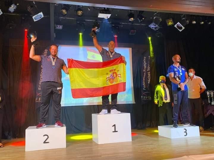 Juan Cánovas, del CN Santa Lucía, campeón del mundo de surfcasting