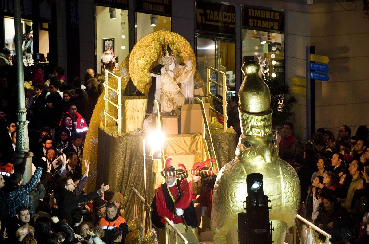 Carrozas De Reyes Magos Fotos.La Cabalgata De Reyes Magos En Cartagena Estara Formada Este