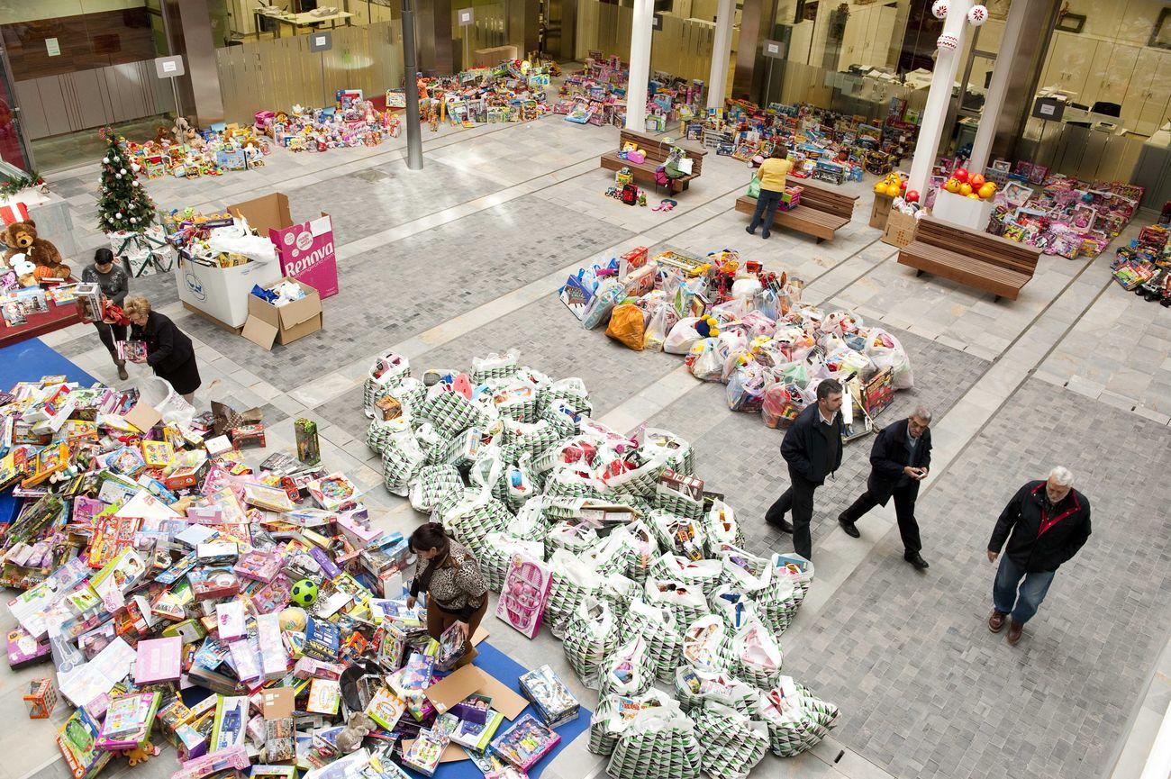 Entrega de juguetes para la campaña navideña en San Miguel