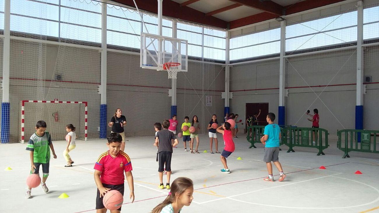 Fiesta deportiva en el pabellón municipal de Alumbres