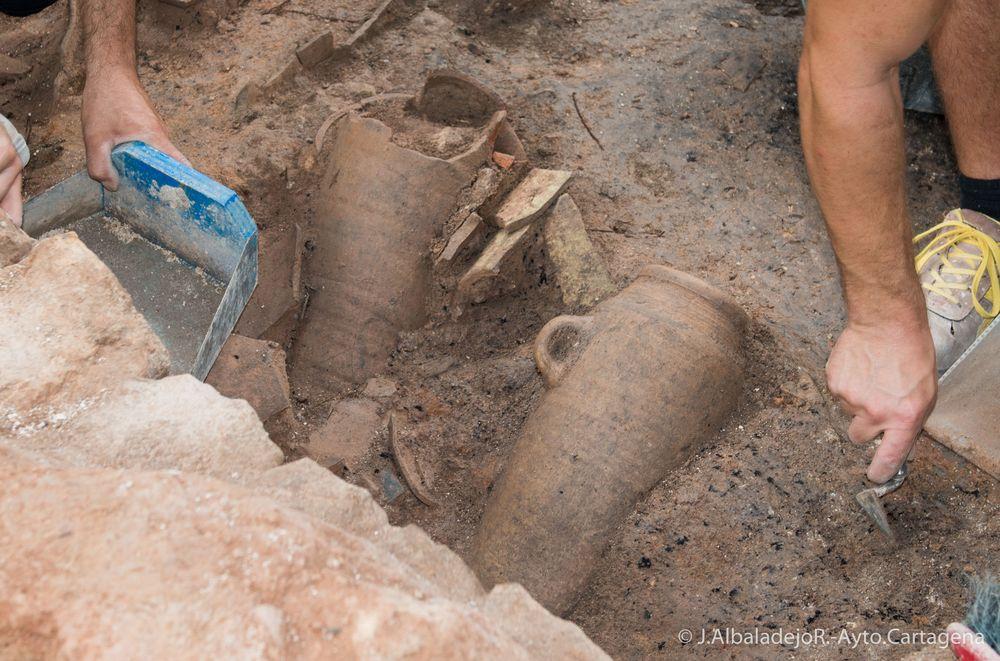 Visita a las excavaciones de la Plaza de la Merced