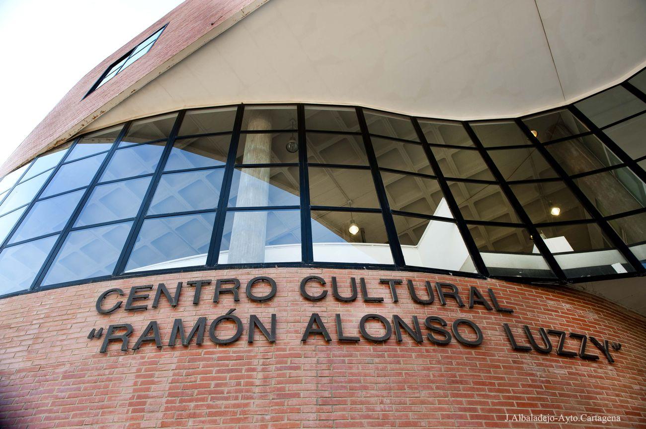Fachada del Centro Cultural Ramón Alonso Luzzy