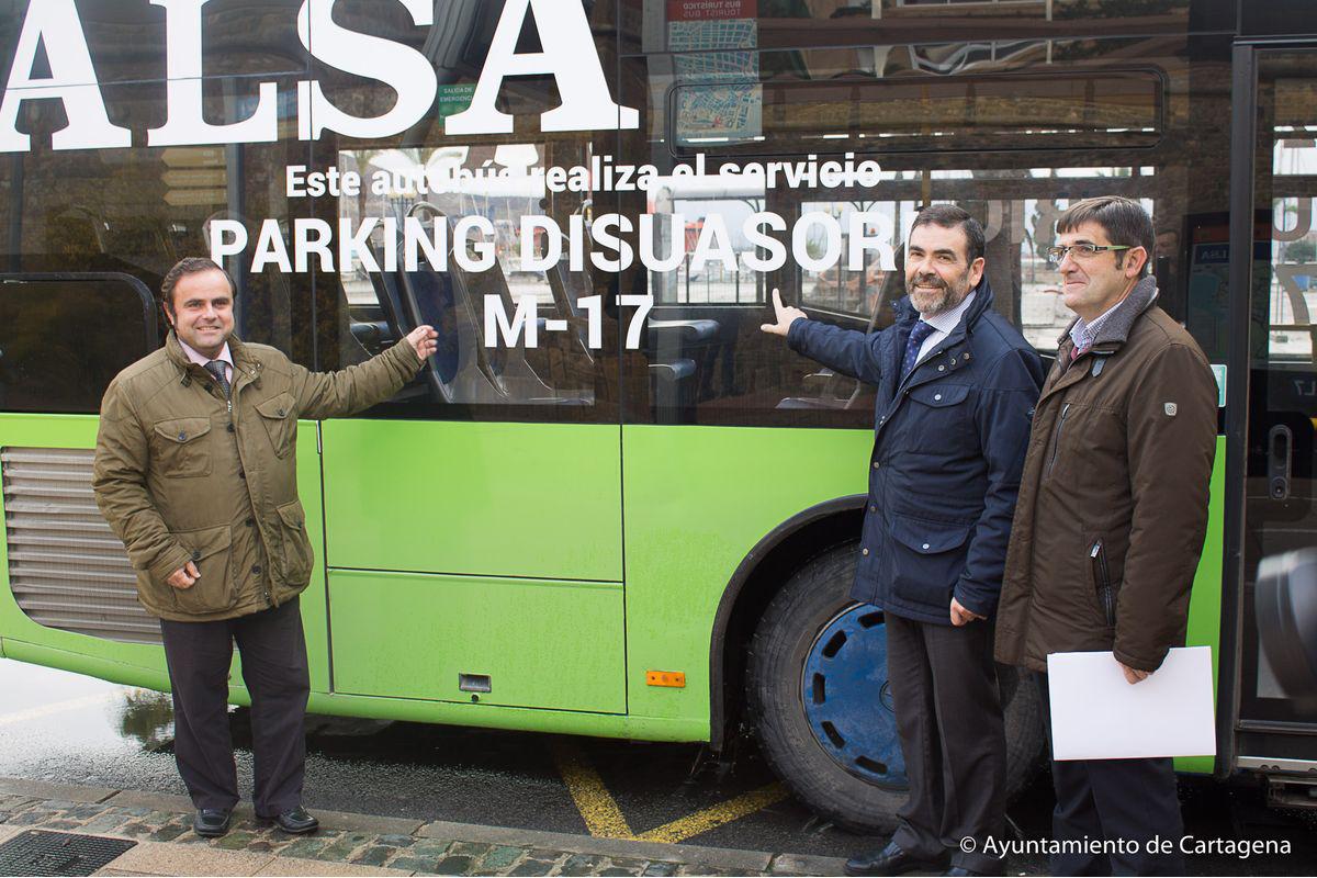 Presentación de la nueva línea de autobús M17
