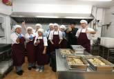 Alumnos delPrograma de la ADLE 'Tres Tenedores' comienzan la fase de trabajo en el Comedor Solidario Jesús Maestro y Pastor - Ampliar imagen