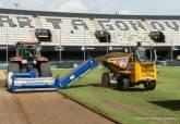 Trabajos de sustitución del césped del estadio Cartagonova