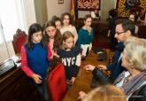 Recepción a los alumnos de sexto de primaria del CEIP San Isidoro y Santa Florentina que participarán en el pleno infantil