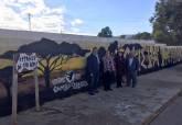 Visita a los murales artísticos de El Llano del Beal, Estrecho de San Ginés y El Beal, para promocionar la Cueva Victoria