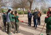 Alumnos del Programa Mixto de Empleo y Formación PMEF en el Parque de la Rosa