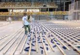 Instalaciín del nuevo parqué del Palacio de Deportes