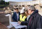 Visita de las excavaciones del Anfiteatro Romano (hallazgo de tres estancias de servicio)