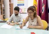 Firma del convenio ADLE y AJE para registrar patentes y marcas