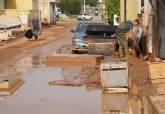 Retirada de enseres y limpieza de lodos en Los Nietos y Los Urrutias