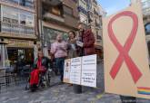 Concentración y lectura del manifiesto por el Día de la Lucha Contra el SIDA en la Plaza del Icue