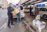 La comunidad china regala mascarillas y guantes a Policía Local de Cartagena
