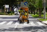 Trabajos de repintado de calles en el Polígono de Santa Ana