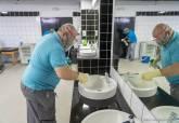 Limpieza y desinfección de las instalaciones del Cartagonova para la vuelta de los entrenamientos