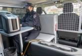 Presentación de los dos nuevos furgones de atestados de la Policía Local