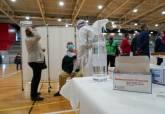 Vacunación contra el COVID de los mayores de 80 años en el pabellón Cabezo Beaza