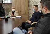 Reunión de Manuel Padín con representantes de hosteleros y Semana Santa