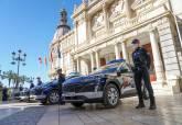 Presentación coches policiales.