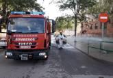 Bomberos desinfectas espacios públicos afectados por el bote de COVID en Lo Campano