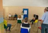 Visita de la concejala Irene Ruiz a colegios para explicar el proceso de retirada de fibrocemento