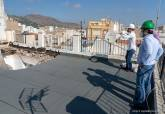 Técnicos municipales de Urbanismo visitan el edificio de la plaza de la Condesa de Peralta afectado por el derrumbe de una de sus plantas
