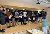 Los participantes en el curso de Iniciación de Sonido de Directo recogen sus diplomas