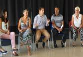 Los jóvenes de la Lanzadera de Empleo con el concejal de Juventud, Ricardo Segado - Se amplía imagen